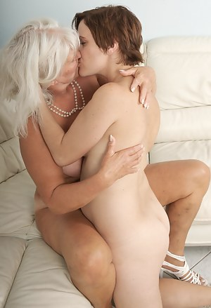 Lesbian Girls Humping Porn Pictures
